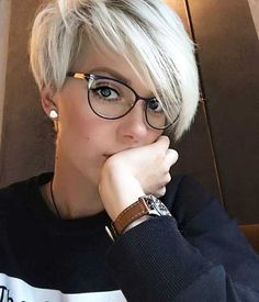 hair_beauty-Short Hair Women Style Image Description Tendance Coupe & Coiffure Femme Description I really need my bangs to lay like these! Girls Short Haircuts, Cool Short Hairstyles, Girl Hairstyles, Hairstyles 2016, Hairstyle Short, Medium Hairstyles, Haircut Short, Bob Haircuts, Long Pixie Haircuts