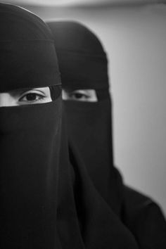 The beauty of a women isn't the makeup they wore. the modesty of a women is much more expensive than a luxurious makeup set. Hijab Dp, Hijab Niqab, Muslim Hijab, Arab Girls Hijab, Muslim Girls, Muslim Women, Grunge Photography, Girl Photography Poses, Hijabi Girl