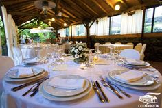 Allestimento gazebo con tavoli rotondi per matrimonio