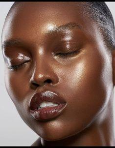 Dark Skin Makeup, Dark Skin Beauty, Natural Makeup, Makeup Light, Natural Skin, Blush On Dark Skin, Lip Makeup, Makeup Brushes, Makeup Emoji