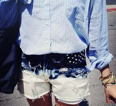 I don't usually like this dramatic of faded jeans, but this outfit...is a YES PLEASE