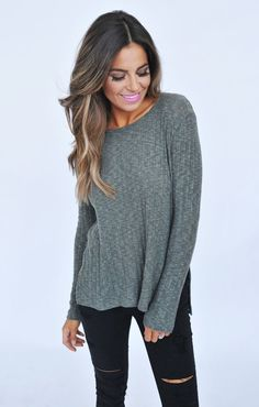 Fall & winter outfit - Grey sweater & black ripped jeans