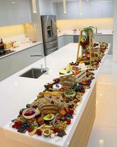 (breakfast fruit display)