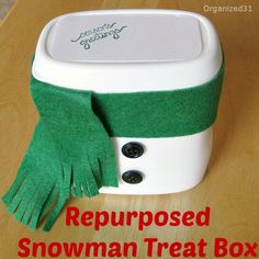 Don't throw away that french fried onion container thisyear. Upcycle it into a cute snowmancontainer for giving treats in or a decoration.[media_id:424437][m�
