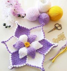 بِسْــــــــــــــــــــــمِ اﷲِارَّحْمَنِ ارَّحِيم Selâmün Aleyküm Kendi tasarım seheryildizi … – İğne Oyaları ve El İşleri Filet Crochet, Crochet Doilies, Crochet Flowers, Crochet Baby Dress Pattern, Crochet Patterns, Crochet Bikini Top, Hexagon Pattern, Afghan Patterns, Weaving