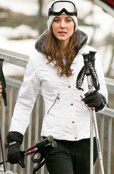 Kate Middleton takes to the slopes in Klosters, Switzerland, March Ski Fashion, Fashion Mode, Sport Fashion, Winter Fashion, Modest Fashion, Daily Fashion, Princesa Kate Middleton, White Now, Black White