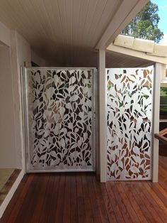 Screen Art Residential Gates - Poison Ivy pattern for security gate with side panel. Off white Powdercoat finish.  http://www.screenart.net.au