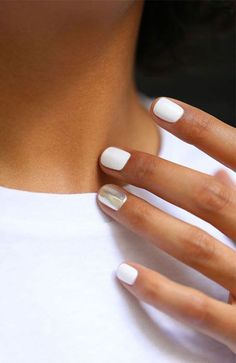 20 Stylish Nail Trends To Try in 2020 20 Stylish Nail Trends To Try in 2019 – The Trend Spotter Related French Fade With Nude And White Ombre Acrylic Nails Coffin NailsBest. Nagellack Design, Nagellack Trends, Cute Nails, Pretty Nails, Snow Nails, White Acrylic Nails, White Manicure, White Nail, Metallic Nails