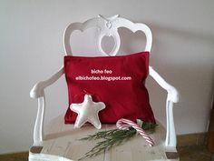 """Ho già preparato la poltrona per Babbo Natale e voi? Cuscino lettera """"D"""". elbichofeo.blogspot.com https://www.facebook.com/bichofeo.creativita.in.movimento/"""