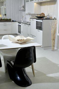 Heinässä heiluvassa Decoration, Kitchen, Table, Furniture, Home Decor, Decor, Cooking, Decoration Home, Room Decor