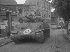 Sherman Tank, Military Vehicles, Wwii, Tanks, Theater, Teatro, World War Ii, Army Vehicles, Theatres