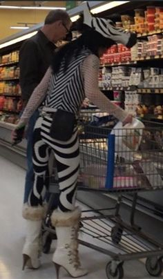35 Images From Walmart Fashion Show. We as a whole need to go to Walmart for shopping now and again. Funny Walmart Pictures, Walmart Funny, Go To Walmart, Only At Walmart, People Of Walmart, Fashion Fail, Funny Fashion, Weird Fashion, Funny Kid Memes