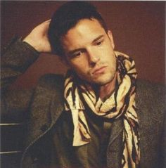 Brandon Flowers. Rocking a scarf. ❤