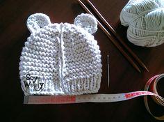 Cómo tejer un gorro de bebé fácil con dos agujas/palitos | Soy Woolly Baby Hats Knitting, Crochet Baby Hats, Knitting For Kids, Baby Knitting Patterns, Knitting Stitches, Baby Patterns, Free Knitting, Knitted Hats, Knit Crochet