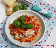 Kopytka z sosem pomidorowym