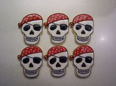 Pirate Skull Cookies via Sugar Cookie Frosting, Cupcake Cookies, Sugar Cookies, Cupcakes, Pirate Birthday, Pirate Party, Pirate Theme, Pirate Wedding, Halloween Cookies Decorated