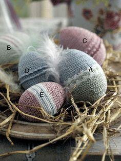 Flere hæklede påskeæg, med hækleopskrift. Crochet Food, Easter Crochet, Thread Crochet, Love Crochet, Knit Crochet, Chrochet, Happy Easter, Crochet Projects, Crochet Patterns