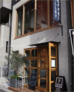 Flowers For Home Decoration Key: 9916826656 Design Café, Facade Design, Exterior Design, Architecture Design, House Design, Cafe Shop Design, Shop Interior Design, Store Design, Cafe Bar
