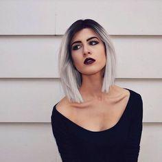 frisuren frauen, schwarze bluse, dunkelroter lippenstift, kurze glatte graue haare