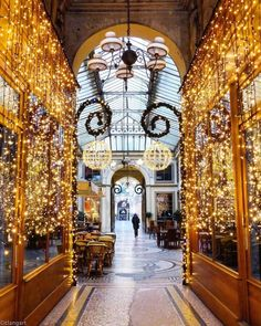 """🇫🇷 Discover France's Instagram post: """"❂ 📷 Photo prise par @clangart ❂ Félicitations ⠀⠀⠀⠀⠀⠀ ❂ chosen by @sohakouraytem @reginesemaan ❂ #Super_France #SHzzz_Hub ⠀⠀⠀⠀⠀⠀⠀ ❂ Team…"""" Christmas In Paris, French Christmas, Christmas Time, Santa Lucia, Galerie Vivienne, Paris Secret, My French Country Home, View Photos, Holiday Decor"""