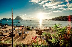 Looking for Cheap Flights to Ibiza with Hotel? Available Direct and return flights, Top places to visit in Ibiza, Book, Compare Ibiza Hotels All Inclusive Urlaub, All Inclusive Resorts, Best Places To Travel, Places To Visit, Ibiza Strand, Ibiza Nightlife, Ibiza Travel, Luxury Travel, Summer Travel