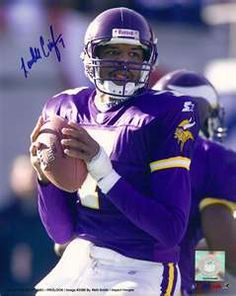 Randall Cunningham enjoyed the greatest season of his career in Minnesota during… Equipo Minnesota Vikings, Minnesota Vikings Football, Best Football Team, National Football League, Nfl Football, American Football, Football Players, Football Helmets, Cris Carter