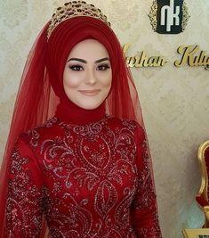 Abaya Fashion, Muslim Fashion, Fashion Dresses, Hijab Fashion Inspiration, Style Inspiration, Foto Wedding, Muslim Brides, Disney Princess Dresses, Turkish Fashion
