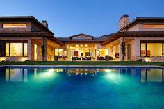Estados Unidos=Outro refúgio na Califórnia, a casa de Malibu projetada por Barry Berkus ganha nas proporções: 3 mil metros quadrados! Digna de uma star de Hollywood,