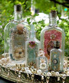 Beautiful Altered Bottles Using Tiny Shells. Altered Bottles, Vintage Bottles, Bottles And Jars, Glass Bottles, Mason Jars, Perfume Bottles, Antique Bottles, Diy Bottle, Wine Bottle Crafts