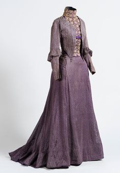 FCBTC / Dress ca. Silk and cotton with bobbin lace. National Museum of Mexican History Vintage Outfits, Vintage Gowns, Vintage Mode, 1900s Fashion, Edwardian Fashion, Vintage Fashion, Victorian Gown, Edwardian Dress, Edwardian Era