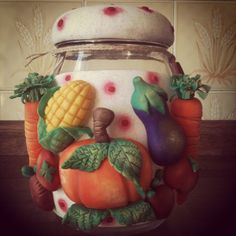 Potes Bottles And Jars, Mason Jars, Cute Crafts, Diy And Crafts, Biscuits, Clay Jar, Clay Figurine, Tea Cup Set, Decorated Jars