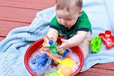 Plain Vanilla Mom: Bubble Discovery Bowl Site has lots of great ideas for babies! ideas-for-bobby Toddler Play, Baby Play, Toddler Preschool, Baby Kids, Mom Baby, Infant Sensory Activities, Baby Sensory, Activities For Kids, Sensory Play