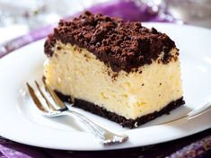 Holiday Cheesecake Squares - Half Hour Meals - Recipes For Your Lifestyle! Great Desserts, No Bake Desserts, Delicious Desserts, Dessert Recipes, Yummy Food, Best Christmas Desserts, Christmas Cooking, Holiday Recipes, Cheesecakes