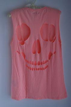 Skull T-shirt.
