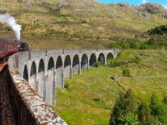 Riding the Harry Potter Train in the Scottish Highlands Harry Potter London, First Harry Potter, Harry Potter Filming Locations, Hogwarts Great Hall, Irish Cottage, Ireland Vacation, Scotland Travel, Scotland Trip, Edinburgh Scotland