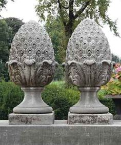 Charmant A Large Pair Of Carved Limestone Pineapple Finials