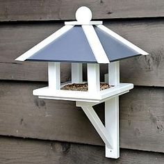 "Futterhaus ""Greenwich"" Best Picture For Birds DIY children For Your Taste You are looking for someth Wooden Bird Feeders, Bird House Feeder, Diy Bird Feeder, Homemade Bird Houses, Bird Houses Diy, Bird House Plans, Bird House Kits, Garden Projects, Wood Projects"