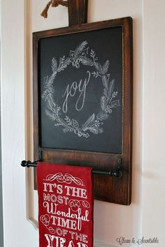 Christmas Chalkboard Inspiration - Clean and Scentsible Great collection of Christmas chalkboard ideas to inspire you for the holiday season! Christmas Signs, Simple Christmas, Christmas Art, Beautiful Christmas, All Things Christmas, Christmas Wreaths, Christmas Decorations, Chalkboard Lettering, Chalkboard Designs