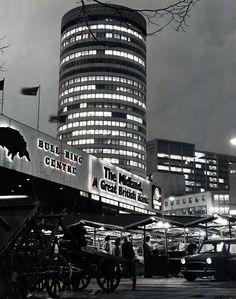 28 fascinating pictures show how Birmingham city centre used to look - Birmingham Live Birmingham Market, Birmingham News, Birmingham City Centre, Birmingham England, Arcade, Nostalgic Images, Ferrat, Hill Station, West Midlands