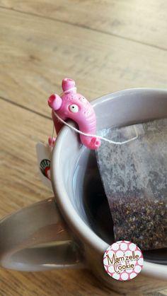 Suzy - Monstre porte sachet de thé modelé à la main, élévé en captivité, en attente d'adoption. : Cuisine et service de table par mamzellecookie