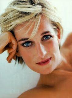 Diana, Princess of Wales - 1997 - Kensington Palace - Vanity Fair - Photo by Mario Testino - http://www.mariotestino.com/