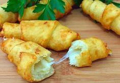 Bramborové rohlíčky plněné sýrem_1 Slovak Recipes, Russian Recipes, Bread Recipes, Chicken Recipes, Vegan Recipes, Cooking Recipes, Cook N, Food 52, Food To Make