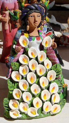 This flower-bedecked woman comes from the pottery making family of Josefina Aguilar of Ocotlan de Morelos, Oaxaca Paper Clay Art, Paper Mache Clay, Clay Dolls, Art Dolls, Mexican Heritage, Ceramic Figures, Pottery Sculpture, Indigenous Art, Pottery Making