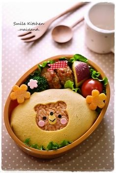 fried rice onigiri covered with bear cutted out fried egg Cute Bento Boxes, Bento Box Lunch, Japanese Food Art, Japanese Lunch, Kawaii Cooking, Bento Kids, Kawaii Bento, Plat Simple, Bento Recipes