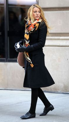 Blake Lively as Serena Van Der Woodsen in Gossip Girl Gossip Girls, Moda Gossip Girl, Gossip Girl Serena, Estilo Gossip Girl, Gossip Girl Blair, Gossip Girl Outfits, Gossip Girl Fashion, Look Fashion, Winter Fashion
