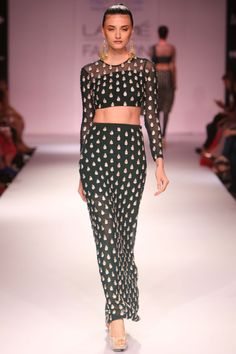 PAYAL SINGHAL AT LAKME FASHION WEEK. Shop straight off the runway: www.perniaspopups... #perniaspopupshop #amazing #beautiful #clothes #style #designer #fashion #stunning #trend #new #straightofftherunway #lakmefashion week #winterfestive