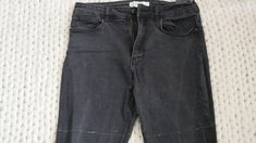 Comment recycler son jean troué en jupe ! (astuce zéro déchet à tester absolument)) Denim Shorts, Pants, Diy, Fashion, Recycle Old Clothes, Sewing For Beginners, Tutorial Sewing, Holey Jeans, Moda
