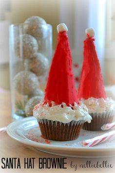 NellieBellie: santa hat brownie