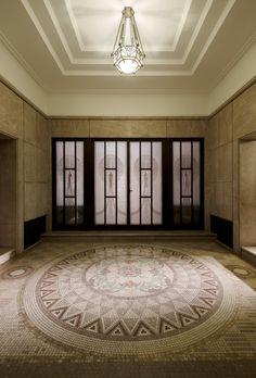 旧朝香宮邸 正面玄関 Art Museum, Interior Design, Architecture, Glass, Furniture, Serendipity, Banquet, Ceilings, Artworks