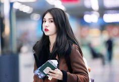 somi and ioi image Kpop Girl Groups, Korean Girl Groups, Kpop Girls, Jeon Somi, Female Singers, Beautiful Celebrities, Pop Music, Korean Singer, South Korean Girls